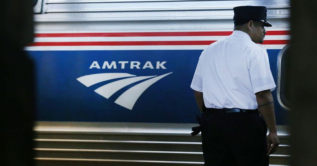 Amtrak asks teach and bus operators to honk horns to honor transit workers
