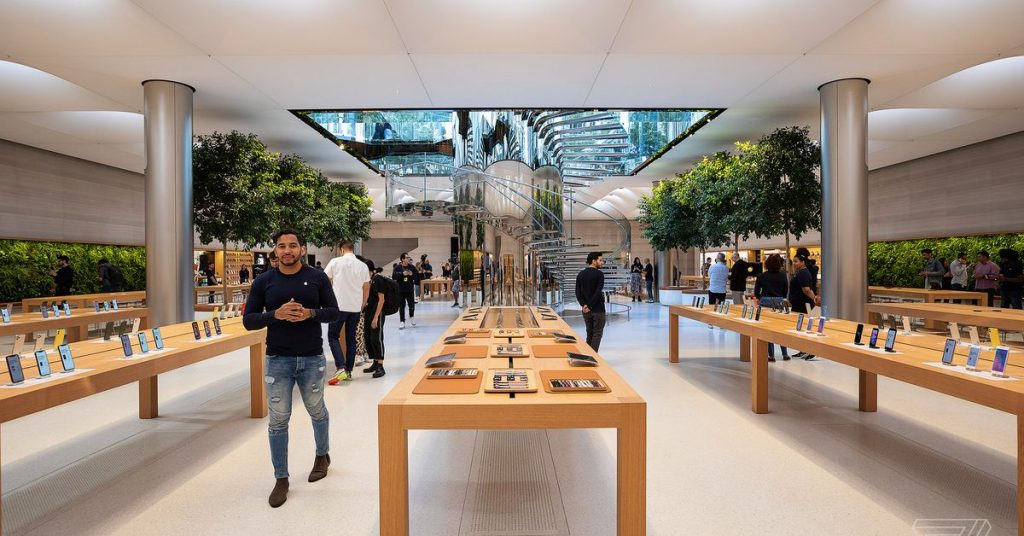 Apple will keep its retail shops out of doors China closed indefinitely