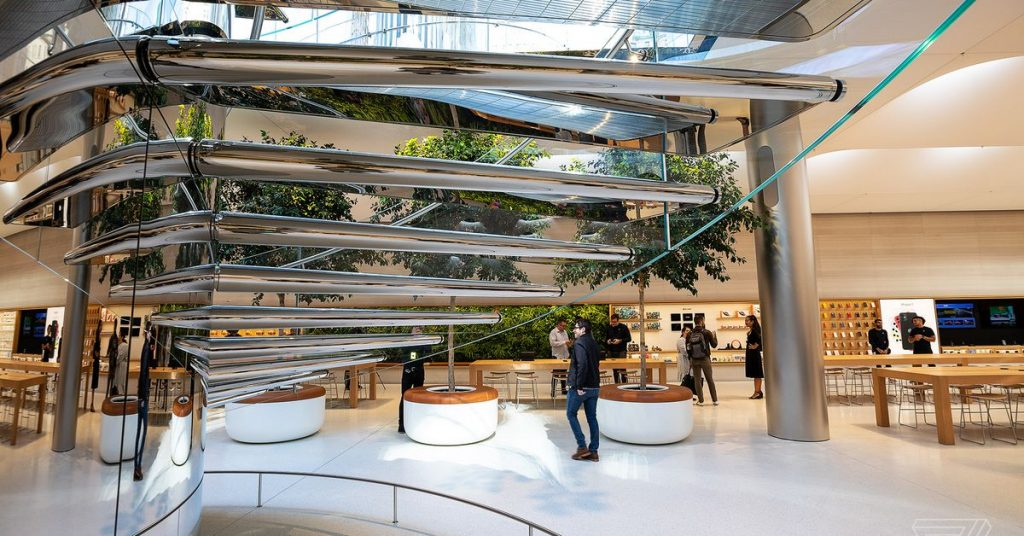 Apple details its plan to soundly reopen retail shops