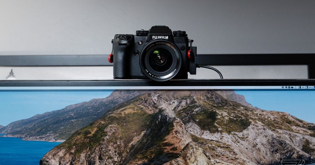 how to use your DSLR or mirrorless digital camera as a webcam