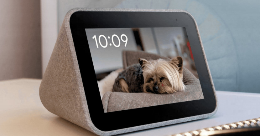 Lenovo's smart clock that can display your Google Photos library is only $40