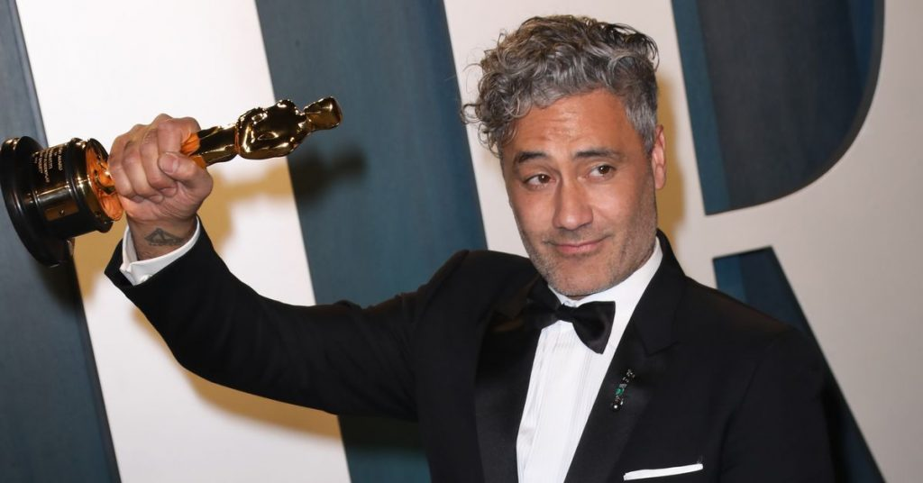Taika Waititi will direct and co-write a new Superstar Wars film