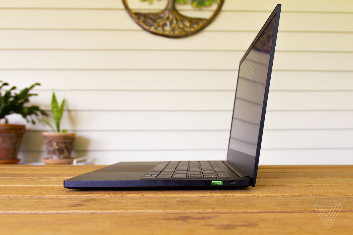 The Razer Blade Stealth 13 from the side.