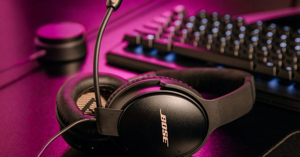Bose turned its Quiet Comfort 35 II noise-canceling headphones into a gaming headset