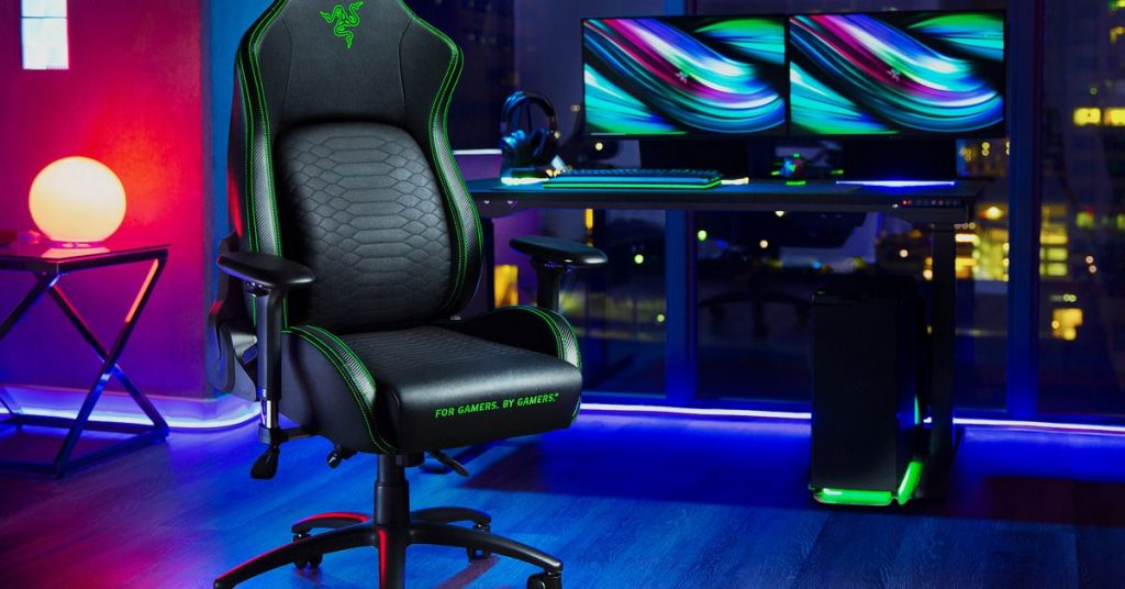 Razer's first gaming chair is a curvier Secretlab Omega / Titan with fancy lumbar support