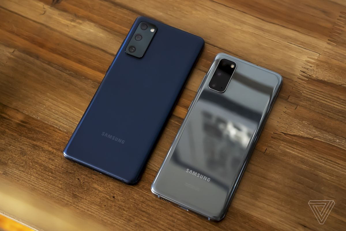 The Galaxy S20 FE (left) and the Galaxy S20 (right)